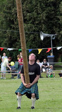 Old_Meldrum_Fyvie_134_Tossing_the_Caber