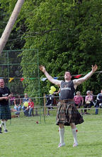 Old_Meldrum_Fyvie_176_Tossing_the_Caber